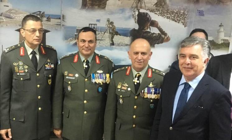 Ο Βασίλης Υψηλάντης στην παράδοση της 95 ΑΔΤΕ από τον απερχόμενο Υποστράτηγο Νικόλαο Χιονή στον νέο διοικητή της, ΥΣ Γρηγόριο Ρουμάνη.